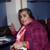25/03/2006 Milano La poetessa Alda Merini nel camerino del teatro Filodrammatici, durante una serata in suo onore.