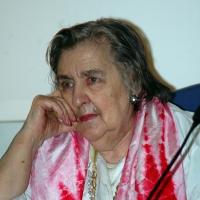 """04/04/2006 Milano La poetessa Alda Merini alla presentazione del libro """" Sulla frontiera """" di Giuseppe Gozzini all' Auditorium San Carlo."""