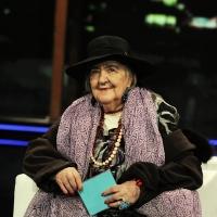 """06/05/2009 Milano La poetessa Alda Merini, ospite al """" Chiambretti night """"."""
