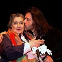 09/01/2006 Milano La poetessa Alda Merini con il suo cantore Giovanni Nuti durante una serata al teatro Filodrammatici.