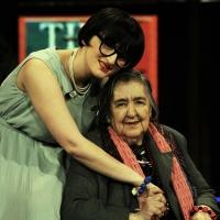 """21/04/2009 Milano La poetessa Alda Merini, ospite al """" Chiambretti night """", con la cantante Arisa."""
