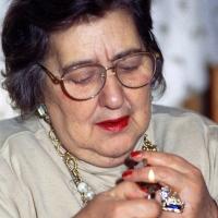 06/04/1995 Milano La poetessa Alda Merini nella sua casa sui Navigli.