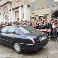 Foto Nicoloro G. 07/01/2011 Reggio Emilia Primo appuntamento ufficiale per i 150 anni dell' Unita' d' Italia alla presenza del capo dello Stato. nella foto La folla applaude al passaggio dell' auto con il presidente Giorgio Napolitano