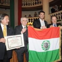 Foto Nicoloro G. 07/01/2011 Reggio Emilia Primo appuntamento ufficiale per i 150 anni dell' Unita' d' Italia alla presenza del capo dello Stato. nella foto Gianluigi Buffon riceve copia del primo tricolore