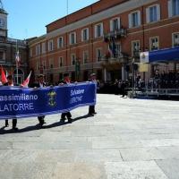 Foto Nicoloro G.   10/05/2015  Ravenna    Diciannovesimo raduno nazionale dei Marinai d' Italia. nella foto lo striscione che ricorda i due marò trattenuti in India sfila davanti alla tribuna delle autorità