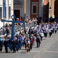 Foto Nicoloro G.   10/05/2015  Ravenna    Diciannovesimo raduno nazionale dei Marinai d' Italia. nella foto una grande ancora portata dai marinai dell' Isola del Giglio.