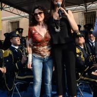 Foto Nicoloro G.  10/05/2015  Ravenna    Diciannovesimo raduno nazionale dei Marinai d' Italia. nella foto l' attrice Maria Grazia Cucinotta, testimonial dell' evento, invita sul palco l' amica Dora Moroni.