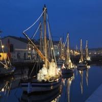 Foto Nicoloro G. 23/12/2010 Cesenatico (FC) Tradizionale presepe sulle barche, tipiche della marineria locale, ormeggiate nel porto canale di Cesenatico. nella foto Il corteo di barche