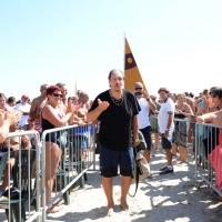 Foto Nicoloro G. 15/08/2017 Cervia (Ravenna ) 25° edizione di ' Cervia, la spiaggia ama il libro ' che chiude le manifestazioni con il tradizionale sbarco degli scrittori sulla spiaggia della cittadina romagnola. nella foto il musicista Andrea Mingardi presente con il libro ' Vendetta di sangue '.