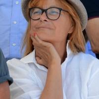 Foto Nicoloro G. 15/08/2017 Cervia (Ravenna ) 25° edizione di ' Cervia, la spiaggia ama il libro ' che chiude le manifestazioni con il tradizionale sbarco degli scrittori sulla spiaggia della cittadina romagnola. nella foto l' attrice Lucia Vasini presente con il libro ' Nessuno dei due '.