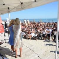 Foto Nicoloro G. 15/08/2017 Cervia (Ravenna ) 25° edizione di ' Cervia, la spiaggia ama il libro ' che chiude le manifestazioni con il tradizionale sbarco degli scrittori sulla spiaggia della cittadina romagnola. nella foto seguitissima, come ogni anno, la manifestazione.