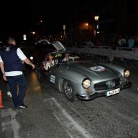 Foto Nicoloro G.  14/05/2015  Rimini     Arriva a Rimini la prima tappa della 33° edizione della 1000 Miglia. La storica competizione partita da Brescia si snoda su un percorso di 1760 chilometri con la partecipazione di 438 vetture e 42 Nazioni. nella foto l' arrivo a Rimini di una Mercedes-Benz 300 SL Coupè W 198 del 1956.