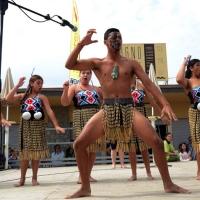 """Foto Nicoloro G.  26/04/2014   Cervia (Ravenna)  Trentaquattresima edizione del """" Festival internazionale dell' Aquilone """" organizzato da Artevento. Ospiti d' onore i Maori della Nuova Zelanda e partecipanti da tutto il Mondo. nella foto un gruppo di giovani Maori si esibiscono in canti e danze."""