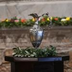 13/09/2020   Ravenna  Per il 699° anno dalla morte di Dante messa solenne nella basilica di San Francesco, dove si tennero i funerali di Dante, morto nella notte fra il 13 e il 14 settembre 1321. Di seguito la cerimonia dell' offerta, da parte del Comune di Firenze, dell' olio per alimentare la lampada votiva che arde all' interno della tomba di Dante. nella foto l' ampolla contenete l' olio benedetto, offerto dal Comune di Firenze, per alimentare la lampada votiva che arde all' interno della tomba di Dante.