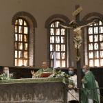 13/09/2020   Ravenna  Per il 699° anno dalla morte di Dante messa solenne nella basilica di San Francesco, dove si tennero i funerali di Dante, morto nella notte fra il 13 e il 14 settembre 1321. Di seguito la cerimonia dell' offerta, da parte del Comune di Firenze, dell' olio per alimentare la lampada votiva che arde all' interno della tomba di Dante. nella foto un momento della messa solenna officiata dal cardinale Jose' Tolentino Calaca de Mendonca.