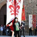 13/09/2020   Ravenna  Per il 699° anno dalla morte di Dante messa solenne nella basilica di San Francesco, dove si tennero i funerali di Dante, morto nella notte fra il 13 e il 14 settembre 1321. Di seguito la cerimonia dell' offerta, da parte del Comune di Firenze, dell' olio per alimentare la lampada votiva che arde all' interno della tomba di Dante. nella foto l' ampolla con l' olio benedetto viene portata in corteo alla tomba di Dante.