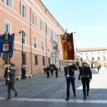 Foto Nicoloro G.   25/04/2020   Ravenna   In una piazza del Popolo praticamente deserta si e' svolta la cerimonia di commemorazione del 75° anniversario del 25 Aprile. nella foto gli stendardi della Provincia e del Comune di Ravenna.