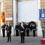 Foto Nicoloro G.   25/04/2020   Ravenna   In una piazza del Popolo praticamente deserta si e' svolta la cerimonia di commemorazione del 75° anniversario del 25 Aprile. nella foto da sinistra il presidente dell' ANPI provinciale Ivano Artioli, il prefetto Enrico Caterino e il sindaco Michele de Pascale.