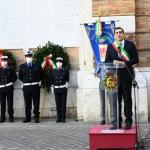 Foto Nicoloro G.   25/04/2020   Ravenna   In una piazza del Popolo praticamente deserta si e' svolta la cerimonia di commemorazione del 75° anniversario del 25 Aprile. nella foto il sindaco Michele de Pascale durante il suo intervento.