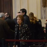Foto Nicoloro G. 10/11/2016 Milano Allestita nella sala del Comune e aperta al pubblico la camera ardente per l' oncologo Umberto Veronesi. nella foto la moglie dell' oncologo scomparso Sultana Razon con alcuni dei sette figli.