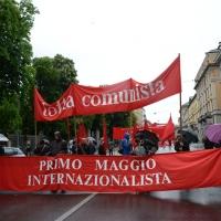 Foto Nicoloro G. 01/05/2016 Manifestazione con corteo per la ricorrenza del I° Maggio. nella foto uno striscione lungo il corteo.