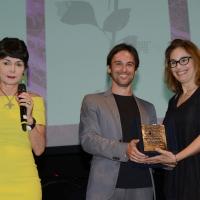 Foto Nicoloro G. 27/06/2017 Milano 18° edizione de ' La Milanesiana ' che quest' anno ha per tema ' Paura e Coraggio '. nella foto la scrittrice Dana Spiotta riceve il Premio Fernanda Pivano.