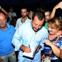 Foto Nicoloro G. 29/07/2017 Cervia ( Ravenna ) Comizio del segretario federale della Lega Nord alla Festa Nazionale Lega Nord Romagna. nella foto Matteo Salvini al suo arrivo in bicicletta firma copia del suo libro.