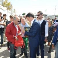 Foto Nicoloro G. 03/09/2017 Ravenna Il segretario del PD interviene alla Festa dell' Unita' e pranza con alcune centinaia di persone. nella foto Matteo Renzi al suo arrivo firma una copia del suo libro.