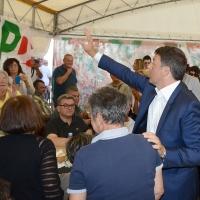Foto Nicoloro G. 03/09/2017 Ravenna Il segratario del PD interviene alla Festa dell' Unita' e pranza con alcune centinaia di persone. nella foto Matteo Renzi nello stand tra saluti e abbracci.
