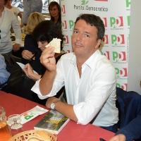 Foto Nicoloro G. 03/09/2017 Ravenna Il segretario del PD interviene alla Festa dell' Unita' e pranza con alcune centinaia di persone. nella foto Matteo Renzi sbocconcella una piadina in attesa del pranzo.