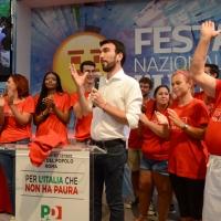 Foto Nicoloro G. 09/09/2018 Ravenna Serata di chiusura della Festa Nazionale de l' Unita'. nella foto il segretario nazionale del PD Maurizio Martina circondato sul palco da numerosi volontari.