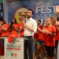 Foto Nicoloro G. 09/09/2018 Ravenna Serata di chiusura della Festa Nazionale de l' Unita'. nella foto il segretario nazionale PD Maurizio Martina sul palco circondato da numerosi volontari.