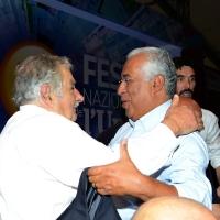 Foto Nicoloro G. 30/08/2018 Ravenna Continua la Festa Nazionale de l' Unita'. nella foto l' abbraccio tra Pepe Mujica, a sinistra, e Antonio Costa, primo ministro del Portogallo.