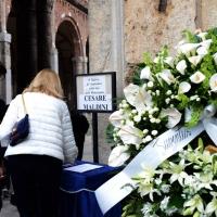 Foto Nicoloro G. 05/04/2016 Milano Si sono svolti nella Basilica di Sant' Ambrogio i funerali del campione di calcio Cesare Maldini. nella foto la corona mandata dalla società della Juventus.