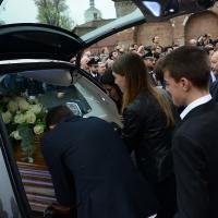 Foto Nicoloro G. 05/04/2016 Milano Si sono svolti nella Basilica di Sant' Ambrogio i funerali del campione di calcio Cesare Maldini. nella foto il dolore dei nipoti del campione scomparso.