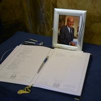 Foto Nicoloro G. 11/11/2016 Milano Nella sala Alessi di palazzo Marino si e' svolto in forma laica il funerale dell' oncologo Umberto Veronesi. nella foto il libro delle firme.