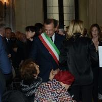 Foto Nicoloro G. 11/11/2016 Milano Nella sala Alessi di palazzo Marino si e' svolto in forma laica il funerale dell' oncologo Umberto Veronesi. nella foto il sindaco Giuseppe Sala saluta la vedova Sultana Razon.