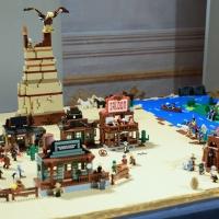 Foto Nicoloro G. 16/11/2018 Ravenna Inaugurato il ' Ravenna Brick Festival ', mostra di collezioni ed opere originali realizzate con i mattoncini LEGO. Nella citta' famosa per i suoi mosaici si e' voluto accostare i moderni mattoncini della LEGO alle antiche tessere dei mosaici nel comune concetto di assemblaggio che le due creazioni utilizzano. L' intera esposizione si articola in diversi temi come Star Wars, Pianeta Artico, Architetture, La storia di Batman. nella foto una creazione a ispirazione western.