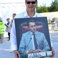 Foto Nicoloro G. 22/09/2017 Rimini Seconda giornata della quarta edizione di ' Italia 5 Stelle ', manifestazione a carattere nazionale del Movimento. nella foto un simpatizzante con un quadro di Di Maio.