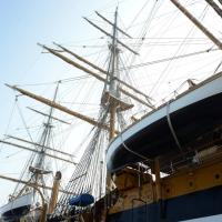15/10/2018 Ravenna E' ormeggiata nel porto di Ravenna la Nave Scuola ' A. Vespucci ' che ha da poco concluso la Campagna d' istruzione 2018 che l' ha portata, per la prima volta in 87 anni di vita, all' attraversamento del Circolo Polare Artico. nella foto due scialuppe lungo la fiancata.
