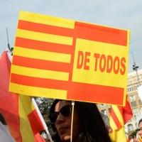 Foto Nicoloro G.   12/10/2017    Barcellona     Manifestazione con corteo degli unionisti per l' unita' della Spagna contro il progetto dell' indipendenza della Catalogna. nella foto lungo il corteo striscioni e cartelli per l' unita'.