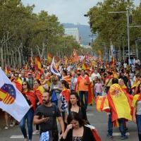 Foto Nicoloro G.   12/10/2017    Barcellona     Manifestazione con corteo degli unionisti per l' unita' della Spagna contro il progetto dell' indipendenza della Catalogna. nella foto lungo il corteo.
