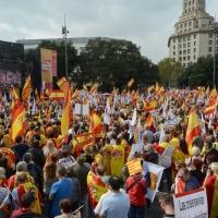 Foto Nicoloro G.   12/10/2017    Barcellona     Manifestazione con corteo degli unionisti per l' unita' della Spagna contro il progetto dell' indipendenza della Catalogna. nella foto la piazza Catalanuya gremita di manifestanti.