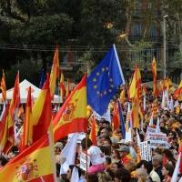 Foto Nicoloro G.   12/10/2017    Barcellona     Manifestazione con corteo degli unionisti per l' unita' della Spagna contro il progetto dell' indipendenza della Catalogna. nella foto tra le migliaia di bandiere  spicca una bandiera della UE.