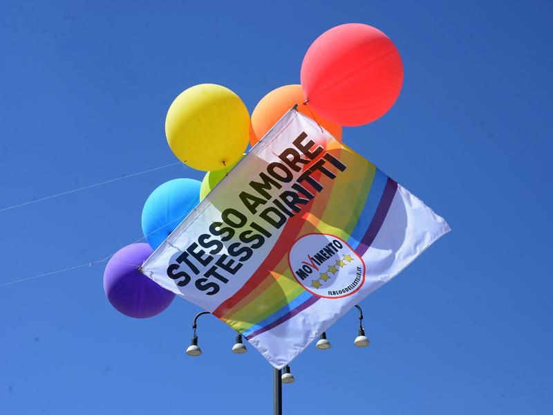 Foto Nicoloro G. 30/06/2018 Milano. Manifestazione con corteo per il Gay Pride. nella foto uno striscione M5S.