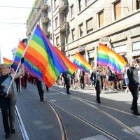 Foto Nicoloro G. 30/06/2018 Milano. Manifestazione con corteo per il Gay Pride. nella foto incontri lungo il corteo.