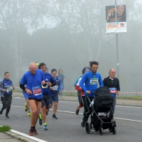 Foto Nicoloro G. 12/11/2017 Ravenna Si e' svolta con un successo di iscrizioni, circa 10.000 partecipanti, la XIX Maratona Internazionale di Ravenna. nella foto maratoneti lungo il percorso.