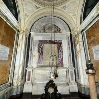 Foto Nicoloro G. 10/09/2017 Ravenna Celebrazione del 696° anniversario della morte del Sommo Poeta con l' intervento del sindaco di Firenze. nella foto l' interno della tomba di Dante.