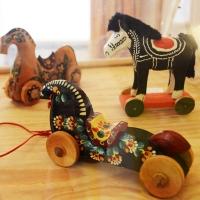 Foto Nicoloro G. 09/09/2017 Ravenna Primo raduno nazionale ' Cavalli a dondolo '. Un' iniziativa culturale e ludico-ricreativa nata per promuovere la cultura del gioco. nella foto alcuni dei cavalli a dondolo della raccolta storica esposti.