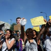 Foto Nicoloro G. 12/05/2018 Milano Riunione dei delegati negoziatori della Lega e del M5S per trovare una soluzione per il ' Contratto di Governo '. nella foto manifestazione dei Circoli sotto il Pirellone. sede dell' incontro Lega - M5S.